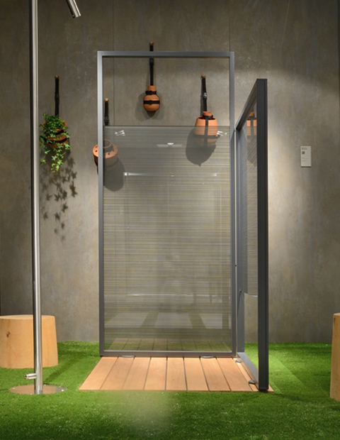 EXTERNAL SHOWER ENCLOSURE
